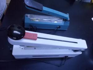 DSCN1595 300x225 - すべての器具を滅菌するには力のいらない卓上シーラーが要ります